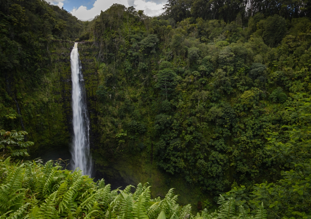 This image has an empty alt attribute; its file name is akakafalls.jpg